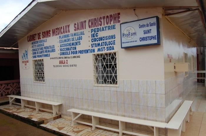 L'entrée du centre de santé Saint-Christophe à Yaoundé